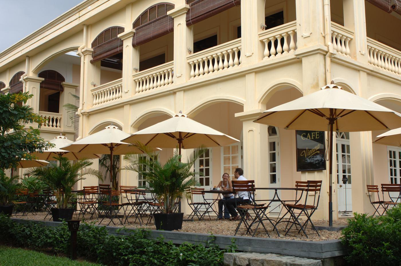 Vietnam-Anantara-Hoi-An-Life-Resort-Viena-cafe-alfresco